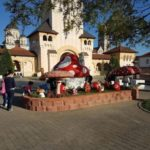 Parc tematic de Paște amplasat de Primărie în fața Catedralei Reîntregirii, din Alba Iulia