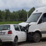 Șase persoane au fost rănite în urma unei coliziuni între un microbuz și un autoturism petrecute la Drâmbar