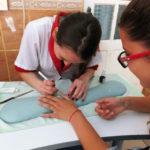 """Elevii de la Colegiul Tehnic """"Apulum"""" din Alba Iulia oferă servicii de estetică la prețuri imbatabile"""