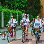 Sâmbătă, 27 august 2016, are loc la Alba Iulia cea de-a IV-a ediție a Skirt Bike. Tema aleasă pentru acest an este IA românească
