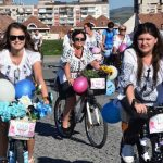 Peste 150 de bicicliste îmbrcăcate în ii tradiționale au luat parte la parada Skirt Bike 2016, de la Alba Iulia