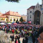 """Mii de pelerini au participat astăzi la hramul Catedralei Romano-Catolice """"Sfântul Mihail"""", din Alba Iulia"""