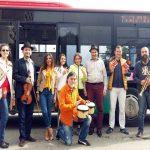 Muzică Jazz live într-un autobuz din Alba Iulia pentru promovarea festivalului din acest final de săptămână