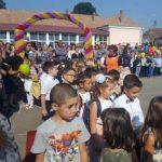 """Circa 800 de elevi au trecut astăzi, cu încredere, pragul Şcolii Gimnaziale """"Avram Iancu"""" din Alba Iulia"""
