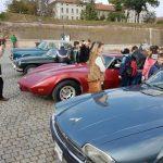 Mașini de epocă, dichisite și lustruite expuse în zona Obeliscului, din Cetatea Alba Carolina