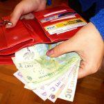 O femeie din Alba Iulia a găsit un portofel care conținea suma de 580 de lei pe o stradă din oraș și l-a predat poliției