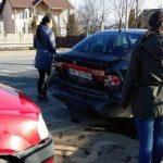Două autoturisme au intrat în coliziune, pe Calea Moților din Alba Iulia, aproape de cartierul Micești