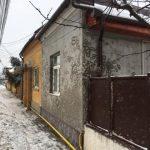 Utilajele de deszăpezire ale firmei Polaris au stropit cu sare amestecată cu noroi fațadele imobilelor situate pe Bulevardul Ferdinand I, din Alba Iulia