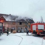 Intervenție a pompierilor pentru stingerea unui incendiu izbucnit la un depozit de rumeguș situat pe strada Siretului, din Alba Iulia