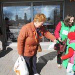 """Acțiune de sensibilizare a cetățenilor asupra necesității colectării selective, desfășurată de prichindeii de la Grădinița """"Dumbrava Minunată"""" din Alba Iulia"""