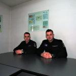 Doi elevi jandarmi în practică la Jandarmeria Alba