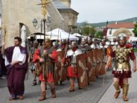 Aproape 300 de reenactori au participat la parada de deschidere a celei de-a V-a ediții a Festivalului Roman Apulum, de la Alba Iulia
