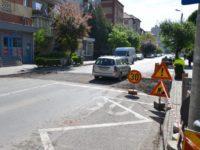 Una din trecerile de pietoni de pe strada Cloşca din Alba Iulia, supraînălțată cu dale