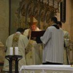 """Peste 100 de credincioși romano-catolici au participat la Slujba de Înviere oficiată la Catedrala Romano-Catolică """"Sfântul Mihail"""" din Alba Iulia"""