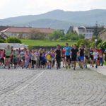 Tineri de toate vârstele au participat astăzi la Crosul Tineretului, organizat în șanțurile Cetății Alba Carolina din Alba Iulia