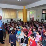 """Jandarmii albaiulieni în vizită la Grădinița Nr. 15 """"Dumbrava Minunată"""" din Alba Iulia"""