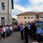 """Jandarmii albaiulieni în vizită la Liceul de Arte """"Regina Maria"""" din Alba Iulia"""