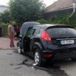 Două persoane au ajuns la spital după o coliziune între două autoturisme petrecută în sensul giratoriu de la intrarea în Cartierul Bărăbanț, din Alba Iulia
