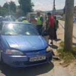 Un șofer a ajuns cu autoturismul într-un stâlp, pe Bulevardul Republicii din Alba Iulia