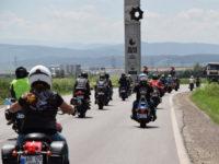"""Sute de participanți la """"Bikers Party 2017"""" au defilat astăzi la Alba Iulia, într-o impresionantă paradă moto organizată de clubul """"Alba Riders"""""""
