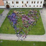 Cel mai mare flashmob din România pus în scenă de aproape 1500 de copii, în Cetatea Alba Carolina din Alba Iulia