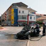 Autoturism distrus în întregime de un incendiu, petrecut pe Bulevardul Revoluției 1989 din Alba Iulia