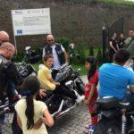 """Motocicliștii de la Apulum Bikers au adus zâmbete și bună dispoziție copiilor de la Centrul """"Sfâna Maria"""" din Alba Iulia"""