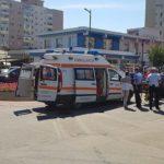 Persoană rănită în urma unui impact între două autoturisme, petrecut într-un sens giratoriu situat pe Bulevardul Revoluției, din Alba Iulia