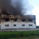 INCENDIU puternic la o hală de producție și depozitare a cărnii, aparținând firmei Alba Doner din Drâmbar