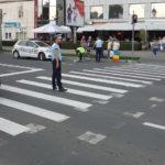 Un biciclist beat a fost lovit de un autoturism, în timp ce traversa strada pe roșu la Alba Iulia