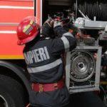 Intervenție a pompierilor militari din Alba Iulia pentru stingerea unui incendiu la un transformator electric situat pe strada Gării