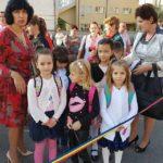 """Emoții pentru elevii Școlii Gimnaziale """"Vasile Goldiș"""", din Alba Iulia, la începutul noului an școlar 2017-2018"""