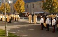 Sute de credincioși au participat, la Catedrala Ortodoxă din Alba Iulia, la primirea raclei cu moaştele Sfintei Mucenițe Filofteia