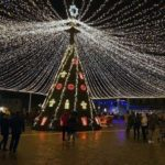 Patinoar artificial, căsuțe ca-n povești, cupolă de lumini, brad artificial și multe colinde la inaugurarea Parcului sărbătorilor de iarnă, de la Alba Iulia