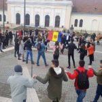 HORĂ în Piața Cetății din Alba Iulia, la împlinirea a 100 de ani de la Unirea Basarabiei cu România