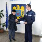 Un bătrân de 85 de ani din Alba Iulia a predat poliției suma de 3.200 de lei, pe care a gasit-o în apropierea blocului în care locuieşte