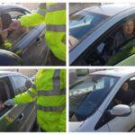 """Doamnele și domnișoarele surprinse în trafic au fost """"amendate"""" simbolic cu mărțișoare, de polițiștii rutieri din Alba Iulia"""