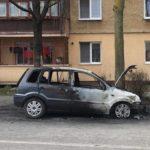 Un autoturism a fost incendiat pe strada Toporașilor din Alba Iulia. Circulă zvonul că ar fi o posibilă răzbunare după un divorț
