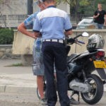 Bărbat de 30 de ani din Galda de Jos cercetat de polițiști, după ce a fost surprins în timp ce conducea fără permis un moped neîmnatriculat pe Calea Moților din Alba Iulia