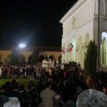 Mii de credincioși au luat Lumina Sfântă de la Catedrala Reîntregirii din Alba Iulia în Noaptea de Înviere
