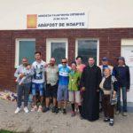 """Donație din partea bicicliștilor prezenți la acțiunea """"Pedalăm pentru România"""" la Adăpostul de noapte din Gara CFR Alba Iulia"""
