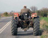 Bărbat de 44 de ani din Ghirbom cercetat de polițiști, după ce a fost surprins conducând băut și fără permis un tractor neîmmatriculat pe DJ 106L