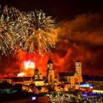 Mii de oameni au admirat show-ul pirotehnic prilejuit de Centenarul Marii Uniri, sărbătorit astăzi la Alba Iulia