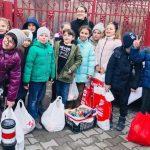 """100 de pachete cu alimente au fost donate nevoiașilor de către elevii de la Liceul """"Regina Maria"""" din Alba Iulia"""