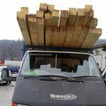 Bărbat de 52 de ani din Cricău cercetat de polițiști după ce a fost surprins în timp ce transporta 3,7 metri cubi de material lemnos fără acte de proveniență