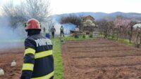Cabană cuprinsă de incendiu, în cartierul Micești din Alba Iulia